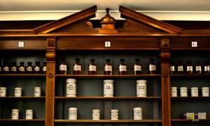 Thema der Ausstellung: Das alter Apothekenhandwerk und Heilkräuter